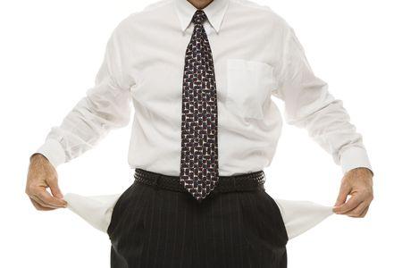 bolsillos vacios: Hombre de negocios de mediana edad cauc�sico que tira de los bolsillos vac�os fuera de estar parado contra el fondo blanco. Foto de archivo