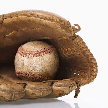 gant de baseball: Baseball repos dans gant de baseball. Banque d'images