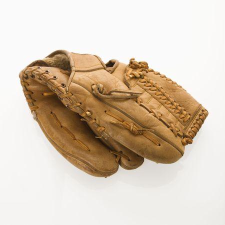 guante beisbol: B�isbol en guante blanco.