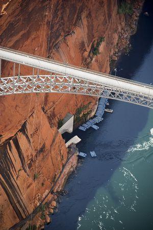 glen: Aerial of Glen Canyon Dam Bridge over river gorge in Arizona, USA.