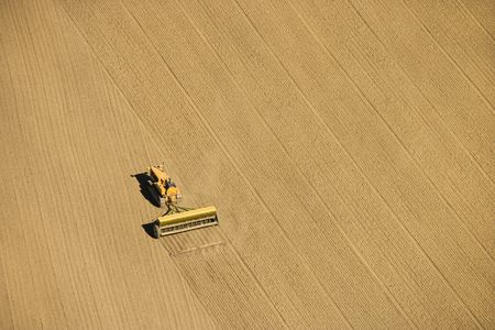 arando: A�rea de cultivos de agricultores laboreo de campo en las tierras de cultivo, EE.UU..