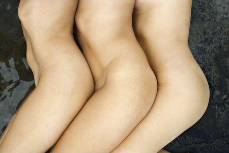 donne nude: Tre nude caucasica met� donne adulte fianco a fianco.
