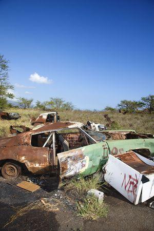 junkyard: Old oxidado autom�vil en junkyard.