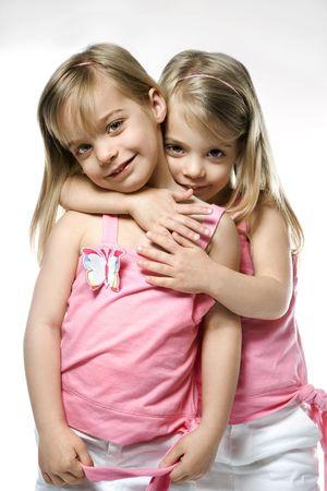 soeur jumelle: Jumeaux f�minins de Caucasien denfants.