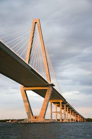 carolina del sur: Puente sobre el r�o Cooper en Charleston, Carolina del Sur.