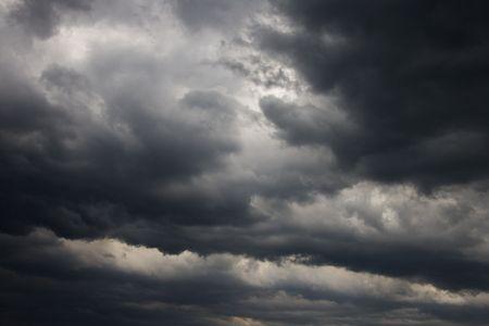 uğursuz: Ominous abstract storm clouds.
