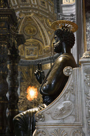 enthroned: Saint Peter Enthroned statue in Saint Peters Basilica, Rome, Italy.