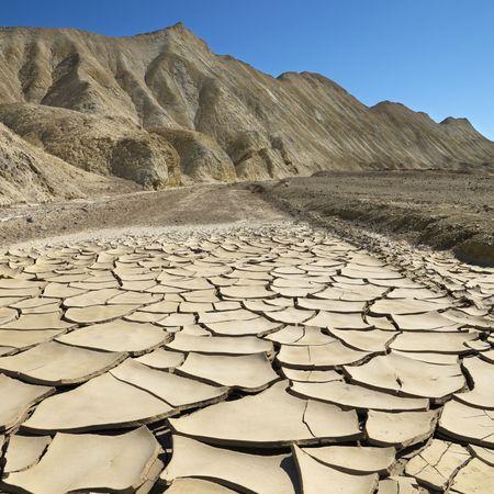 sequ�a: Arrid paisaje en el Parque Nacional Valle de la Muerte con seco, agrietado terreno.  Foto de archivo