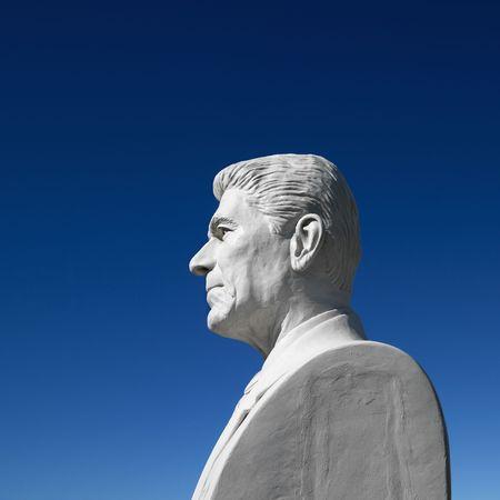 south dakota: Busto di Ronald Reagan contro il cielo blu scultura nel Presidente del Parco, Black Hills, South Dakota. Archivio Fotografico