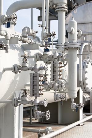 Detalles de refinación de petróleo y gas Foto de archivo - 67104527