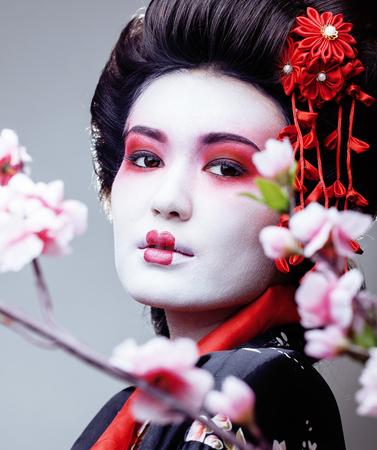 さくらの中で黒い着物でかなり舞子アジア民族をクローズ アップ