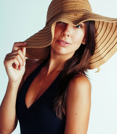 young pretty brunette woman wearing summer hat and swimsuit isol Banque d'images - 106462138
