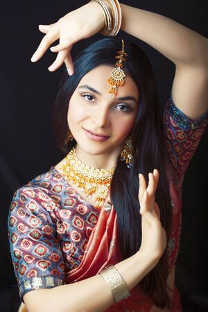 beauty sweet real indian girl in sari smiling cheerful, jewelry shining, lifestyle people concept Stock Photo