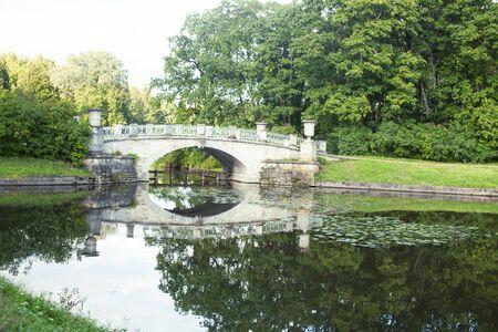 old vintage bridge on river in green park, landscape historical 写真素材 - 129462827