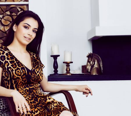 pretty stylish woman in fashion dress with leopard print in luxury house interior, lifestyle people concept Stockfoto - 132028004