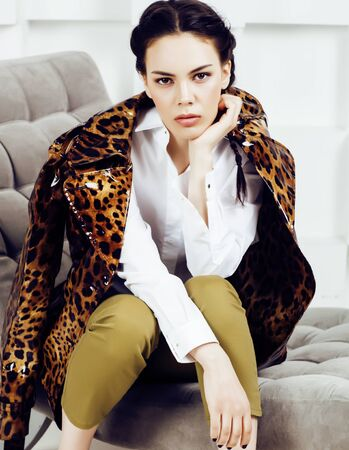 pretty stylish woman in fashion dress with leopard print in luxury house interior, lifestyle people concept Stockfoto - 132028466