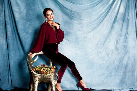 beauty rich brunette woman in luxury interior near empty frames, vintage elegance brunette stylish Banque d'images