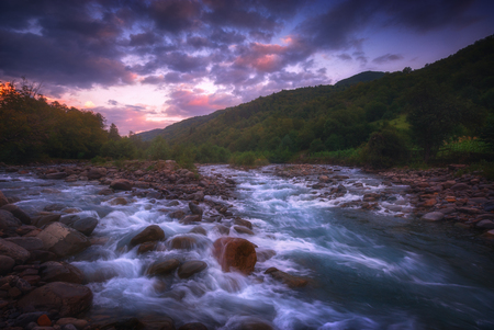 beautiful sunrise over fast flowing mountain river 版權商用圖片