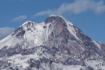 Winter view of Kazbek mountain in Georgia Foto de archivo - 140905865