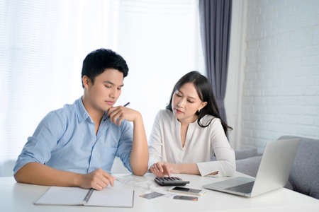 Asian couples are stressed with bill income at home. Banco de Imagens