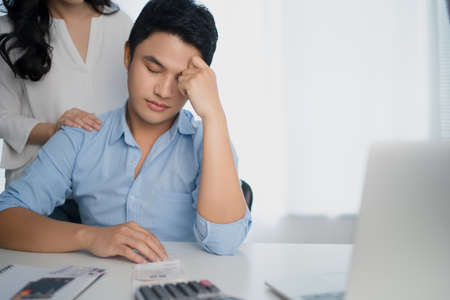 Asian couples are stressing their monthly income bills. Banco de Imagens