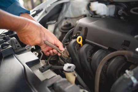 Car service and maintenance concept Photos of a young auto mechanic repair car problems. Banco de Imagens