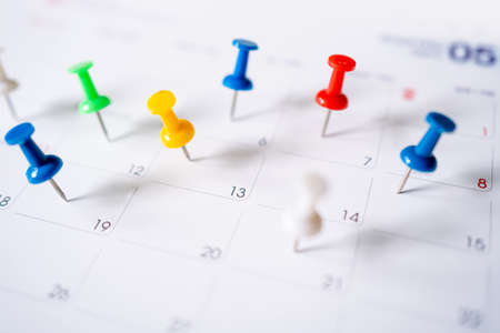 Selective focus. Pins on a clean calendar. Banco de Imagens