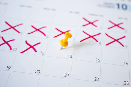 Yellow pin on the calendar on the 14th with selectable focus. Banco de Imagens