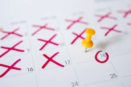 Calendar with yellow pins on May 18, date of submission of the new tax return. Banco de Imagens