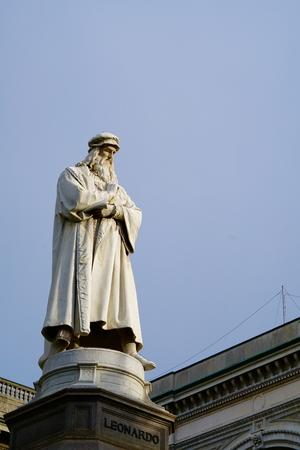 leonardo da vinci: the monument of Leonardo da Vinci in front of the blue sky