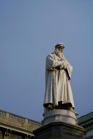 leonardo da vinci: Leonardo in front of a blue sky