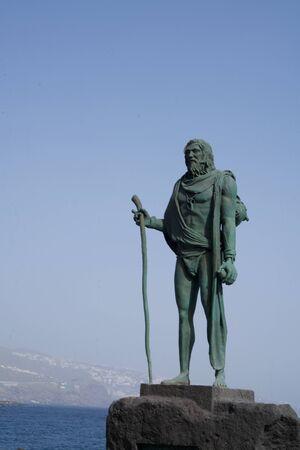 Statue de Mencey sur la promenade Candelaria, Statue du roi Guanchen Pelinor, Tenerife, Canaries, Espagne Banque d'images