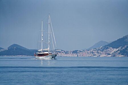 Sailing boat in front of Dubrovnik on the blue sea Stok Fotoğraf - 129983355