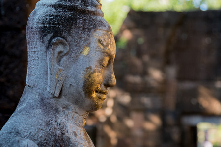kanchanaburi: Kanchaburi, Thailand - November 12, 2016:An ancient Old Buddha statue( Guan Yin ) in Mueang Sing Historical Park, Kanchanaburi Thailand. Photo taken on: 12 November 2016