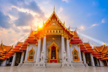 タイ、バンコクのワット ・ Benchamabopit Dusitvanaram 寺での仏教の大理石教会