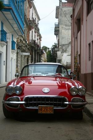 corvette: The red Corvette in Havanna.
