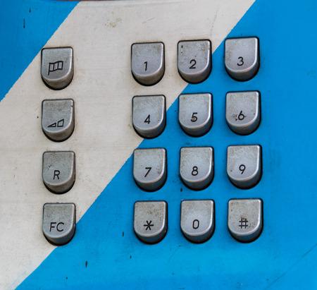 teclado numérico: Teclado numérico del teléfono público.