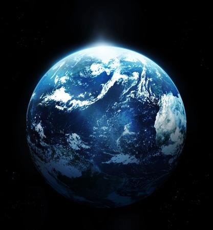 Planeta země se sluncem stoupá z vesmíru