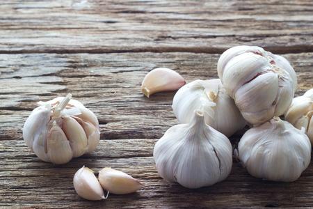 Garlic on the wooden background Stockfoto