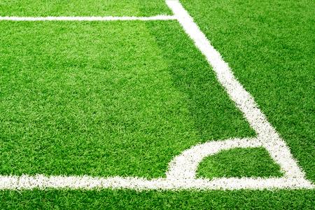 Grüner Fußballplatz Gras und weißen Ecke Linie