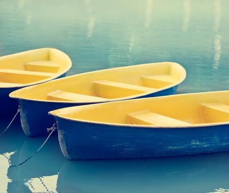 fiberglass: coloridos barcos de fibra de vidrio sobre el agua