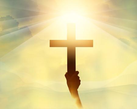simbolos religiosos: Silueta de la cruz en la mano, s�mbolo de la religi�n a la luz y el paisaje a trav�s de una salida del sol, fondo, concepto religioso fe