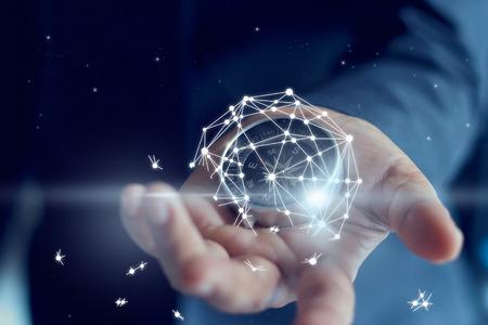 L'échec de l'entreprise représentée par une connexion réseau mondial en main d'homme d'affaires est cassé
