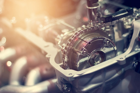 Chaîne en partie de moteur de voiture en métal coupé Banque d'images
