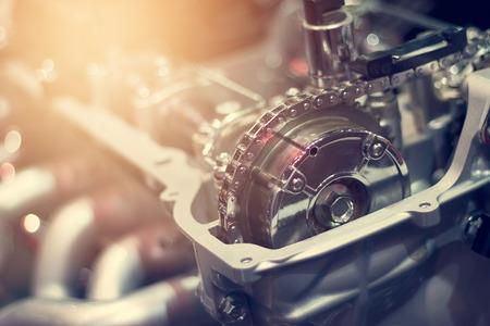 Chain in cut metal car engine part Standard-Bild