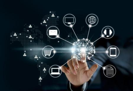 Hände berühren Kreis globale Netzwerkverbindung, Omni-Channel oder Multi-Kanal Lizenzfreie Bilder