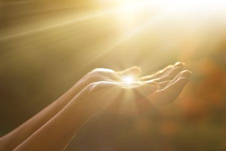 Szacunek i modlitwa na tle przyrody Zdjęcie Seryjne