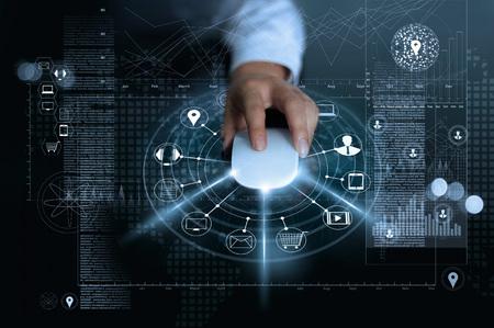 마우스 지불을 사용하는 사업가 글로벌 정보 배경, m- 뱅킹 및 옴니 채널, 다중 채널에 온라인 쇼핑 및 아이콘 고객 네트워크 연결