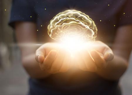 Handflächenpflege und Schutz des virtuellen Gehirns, innovative Technologie in Wissenschaft und medizinisches Konzept