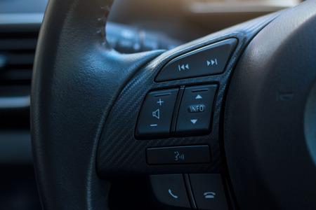 dashboardbesturing op het stuur Stockfoto